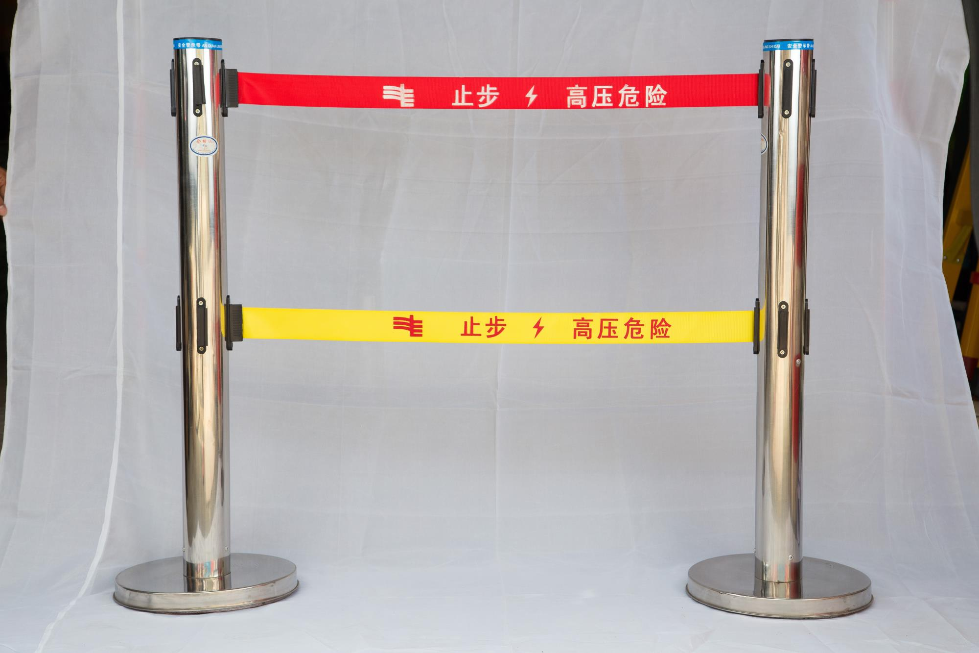 不锈钢伸缩围栏